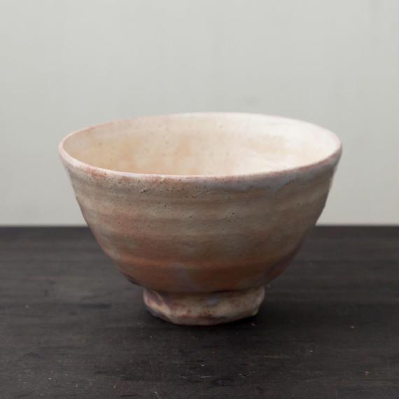 陶器 萩焼 輪花 井戸形抹茶碗(木箱入) 林紅陽 作