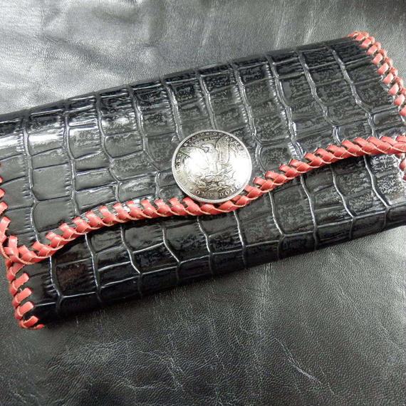 牛革クロコダイル型 レッドかがり縫い ブラックロングウォレット