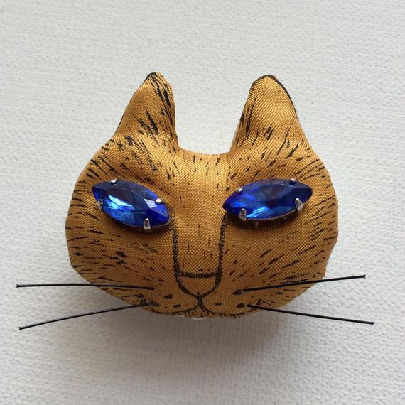 ネコのブローチ ゴールド