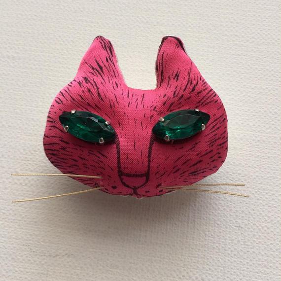 ネコのブローチ ピンク
