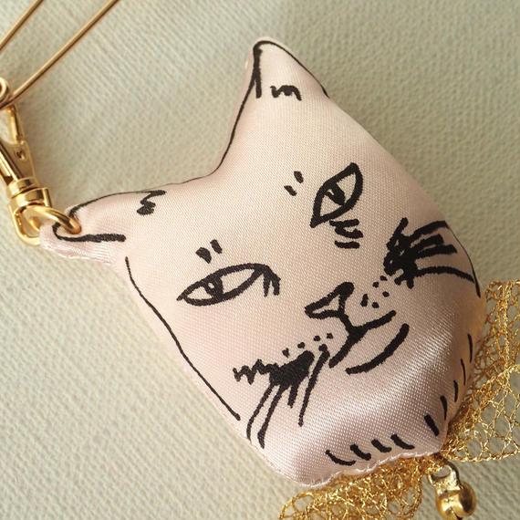 ネコチャーム×ブローチ カオ ピンク