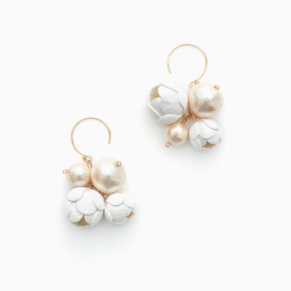 Fuwa Earrings / white , black
