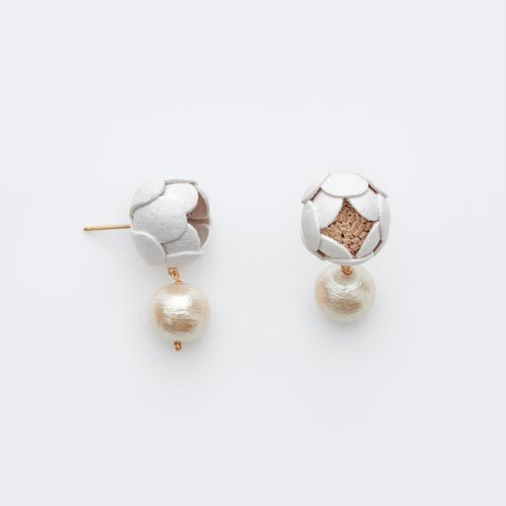 Polon Earrings / white , black