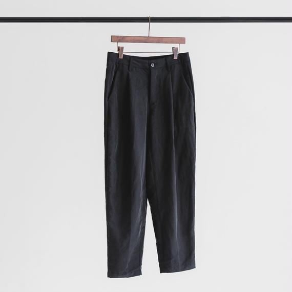 Modal & polyester dyed poplin tuck pants (black)