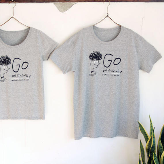 GO ON READING Tシャツ