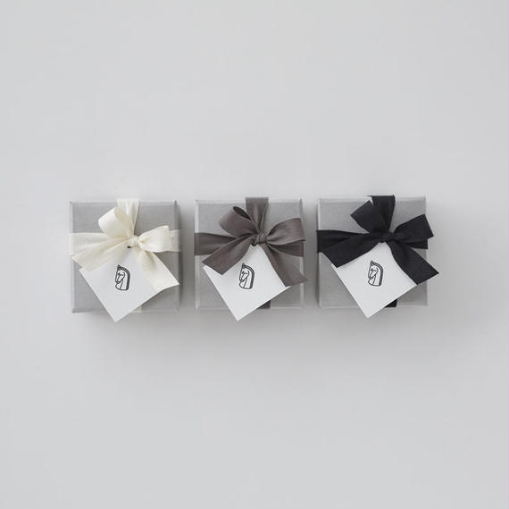 GIFT WRAPPING / NECKLACE