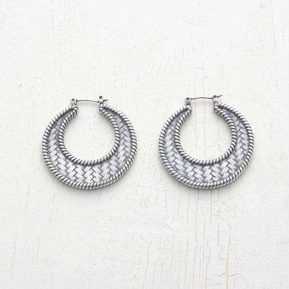 Twist mesh hoop pierce