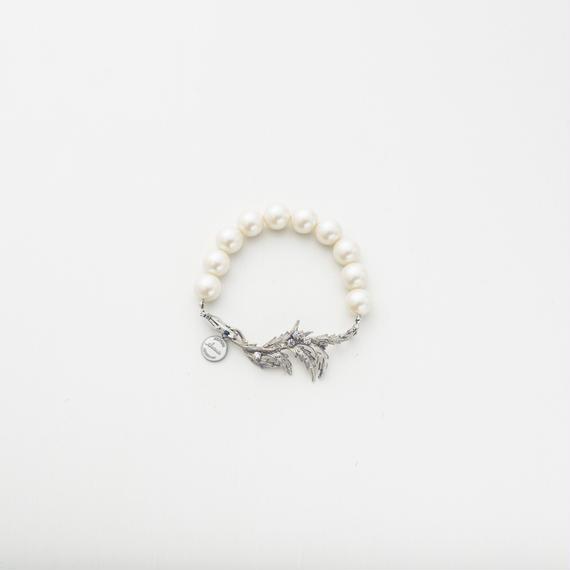Vintage leaf pearl bracelet