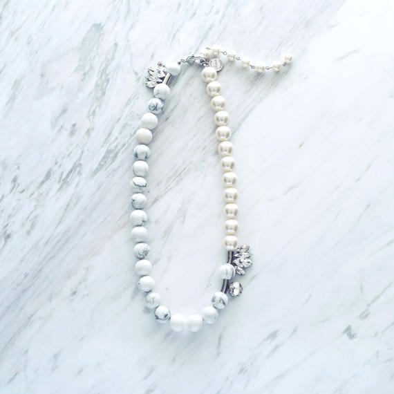 Silver howlite pearl necklace