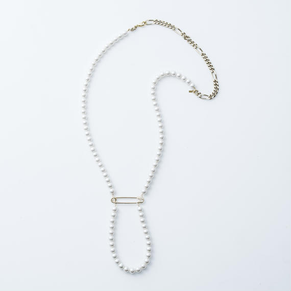 Safety pin pearl necklace (Gold)