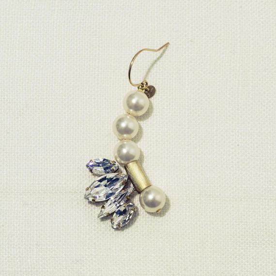 Shell motif single pierce