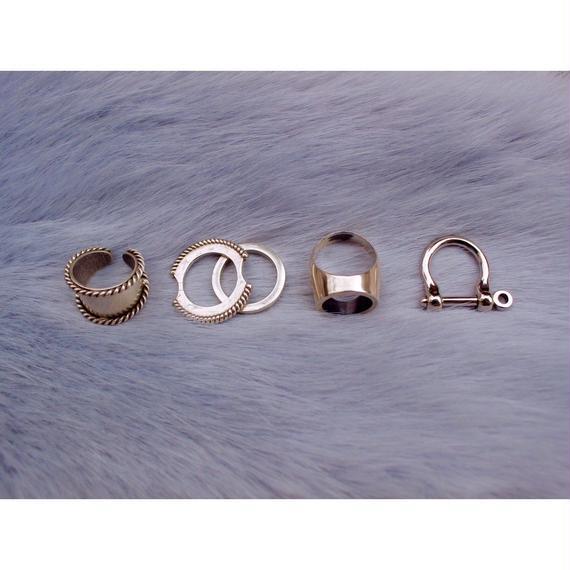 Twist hoop ring