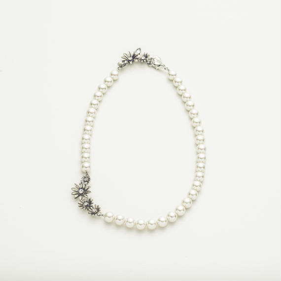 Metal flower pearl necklace