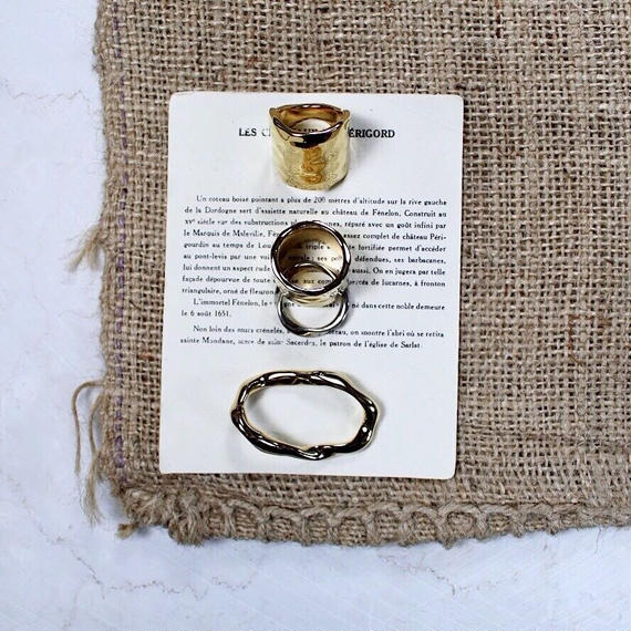 Natural metal w ring