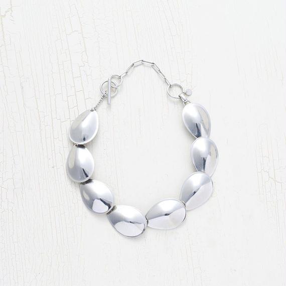 Large motif necklace