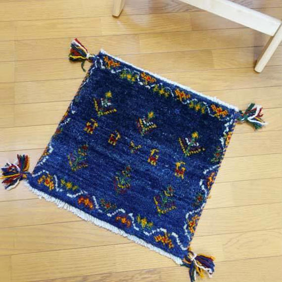 gz-alo24★ギャッベ(GABBEH)手織りのラグ 座布団(動物と植物のモチーフ/ネイビー)