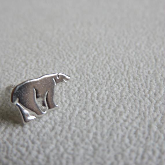 ホッキョクグマ ポストピアス片方右向き Polar bear