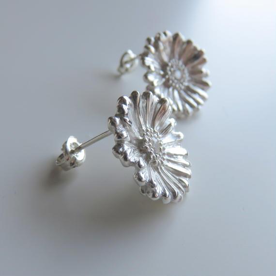 ガーベラピアス、 sizeL ガーベラポストピアス、【受注生産】Gerbera earrings, Flower earrings, African Daisy