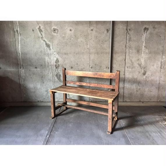 小ぶりなベンチ