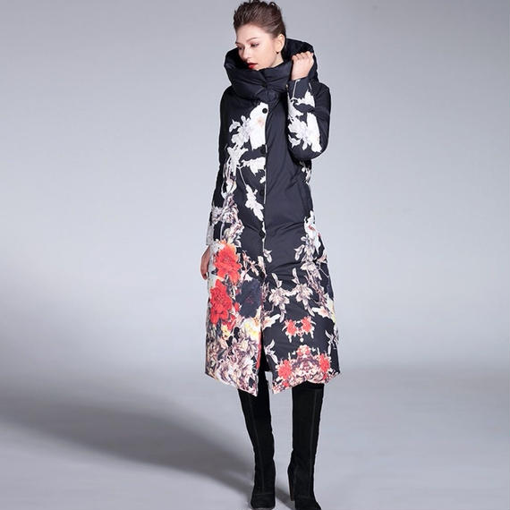 ☆ 花柄 上品な漆黒のレディースロングダウンコートきれいめブラック仕様 フードつき 大きいサイズもご用意しております。
