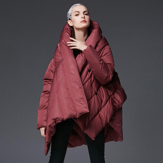 ☆上品な真紅のレディースロングダウンコートきれいめレッド仕様 フードつき 大きいサイズもご用意しております。