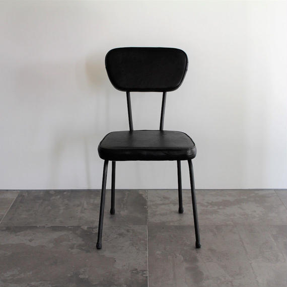 AN LEATHER  CHAIR - BLACK -