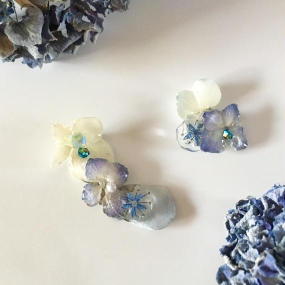 紫陽花のアシメイヤーカフ/ピアス/ブルー×ホワイト
