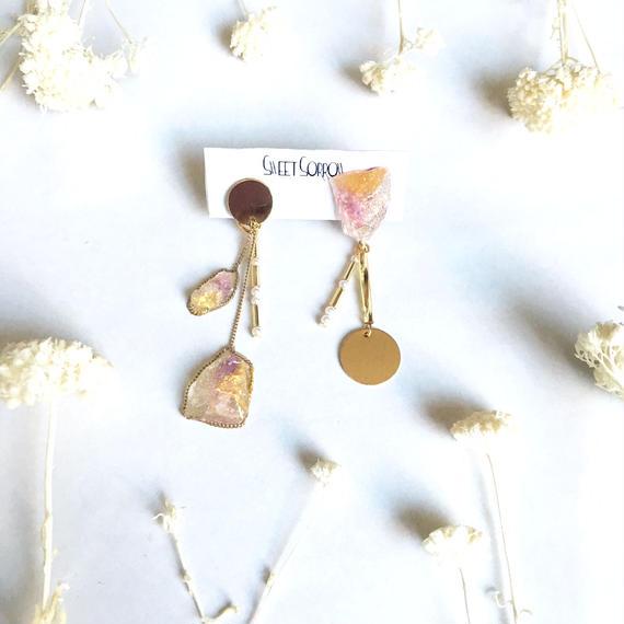 アシンメトリー花の宝石ピアス/イヤリング