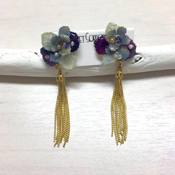 紫陽花を閉じ込めた耳飾り/金タッセル