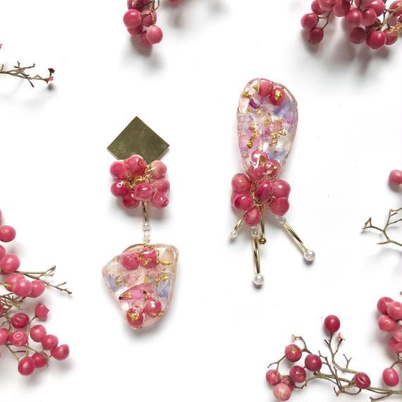 pinkのペッパーベリー☆アシンメトリーピアス/イヤリング