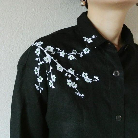 リネンシャツ黒 <白梅>