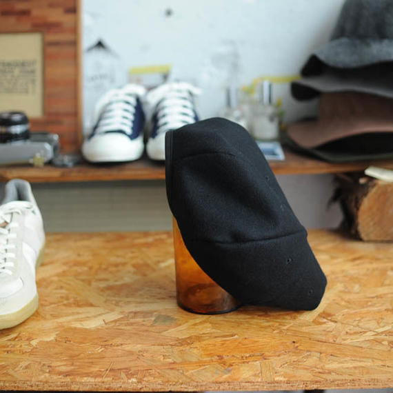★ THE FAT HATTER (Mighty Shine) / Beret (Black) ★