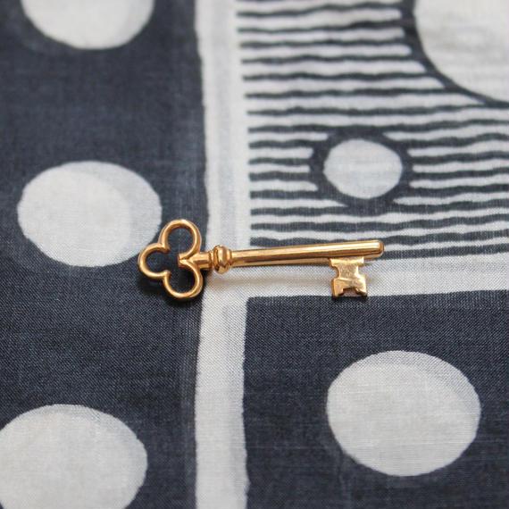 フランスの鍵ブローチ