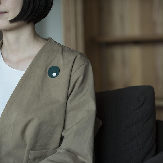 magnetic brooch /Oy