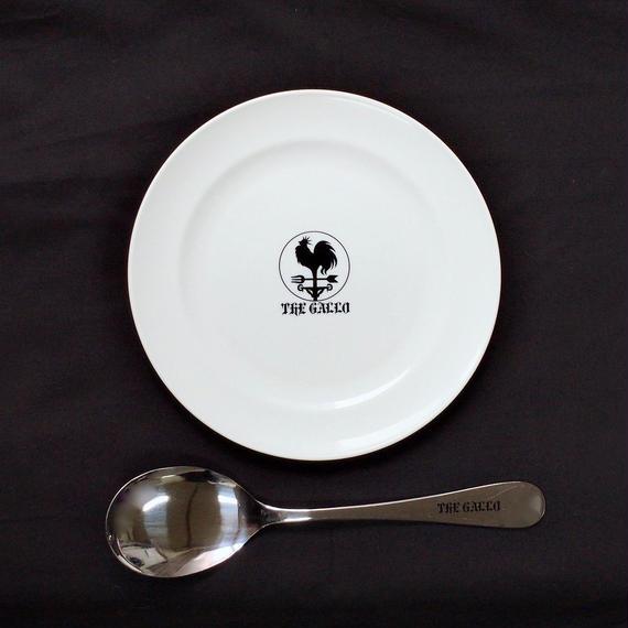 白い皿と銀の匙セット