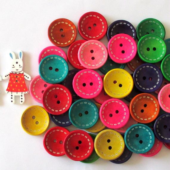 カラフルステッチ入りウッドボタン40個と、可愛い水玉模様のうさぎのウッドボタン2個セット(099)