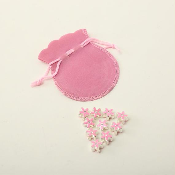 ピンクのエナメルの花形ビーズ (シルバープレート) 10個と、ピンクの巾着のセット No.32(B376)