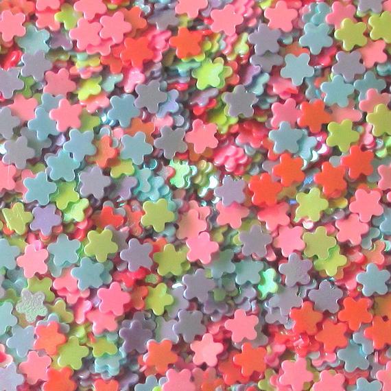 カラフル小さい花形のスパンコール AB カラー (約3mm、穴なし) 約40g (B381)