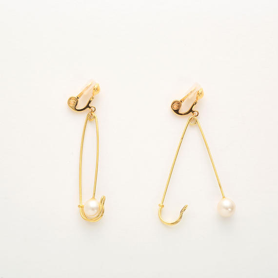 Safety pin earring