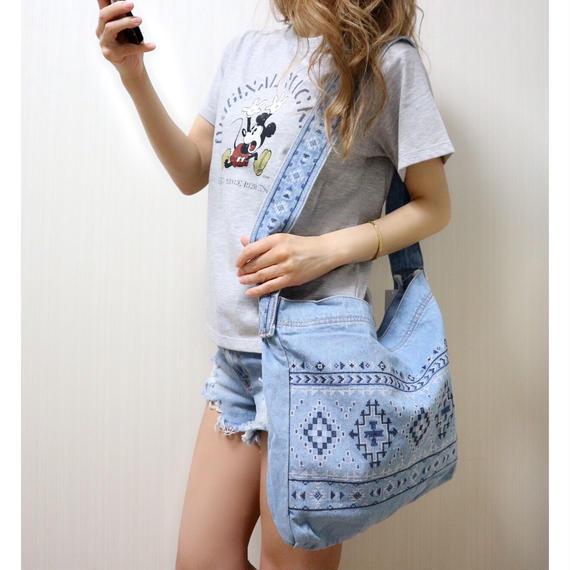 ネイティブ刺繍ショルダーバッグ