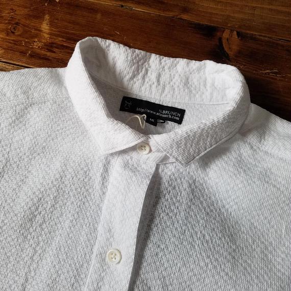 夏に着るシャツ