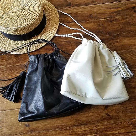 本革の巾着バッグ