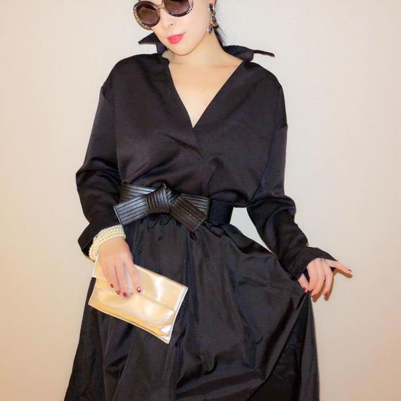 媚びない女のための深Vブラック冬用厚手シャツ