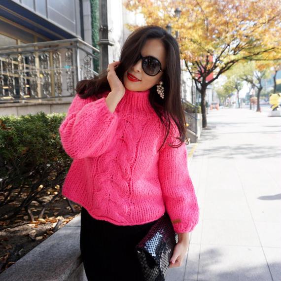 ★ユヒャンオススメ★幸せ時女性ホルモン溢れるマゼンダピンクのザックリハンドメイド編みセーター