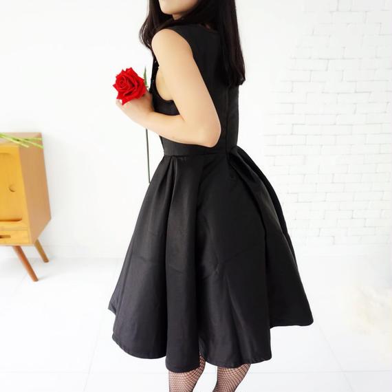 【高級感・立体感・ハリ】ブラックエレガントthe DRESS【数量限定】【結婚式にパーティーに推薦】