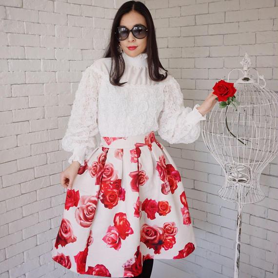 観劇やデートに周囲を華やかせる魅力スカート【ブティック仕様】ビッグローズジャガード織りスカート(ホワイト)【ワンランク上】