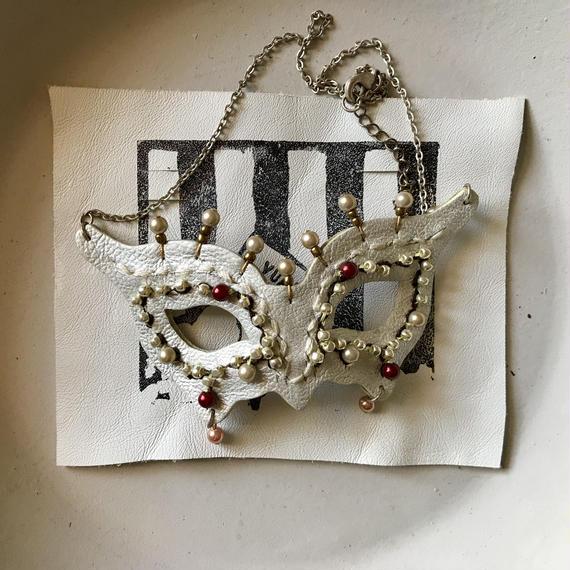 仮面ネックレス〈白銀〉