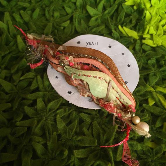 羽根の髪飾り〈サーモンピンク〉