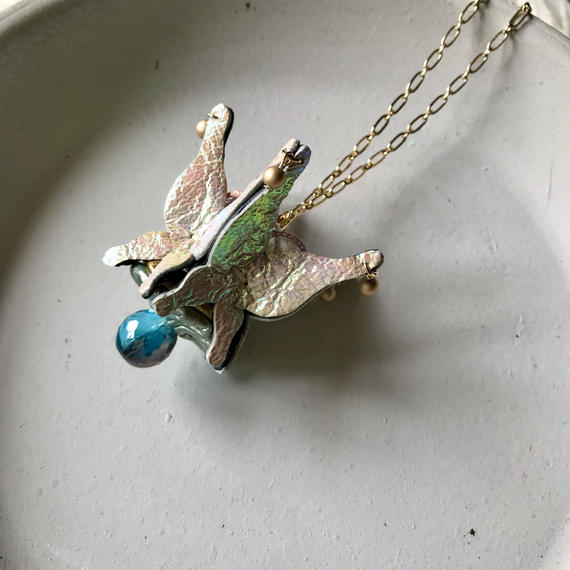 Butterfly crown Necklace〈オーロラ〉
