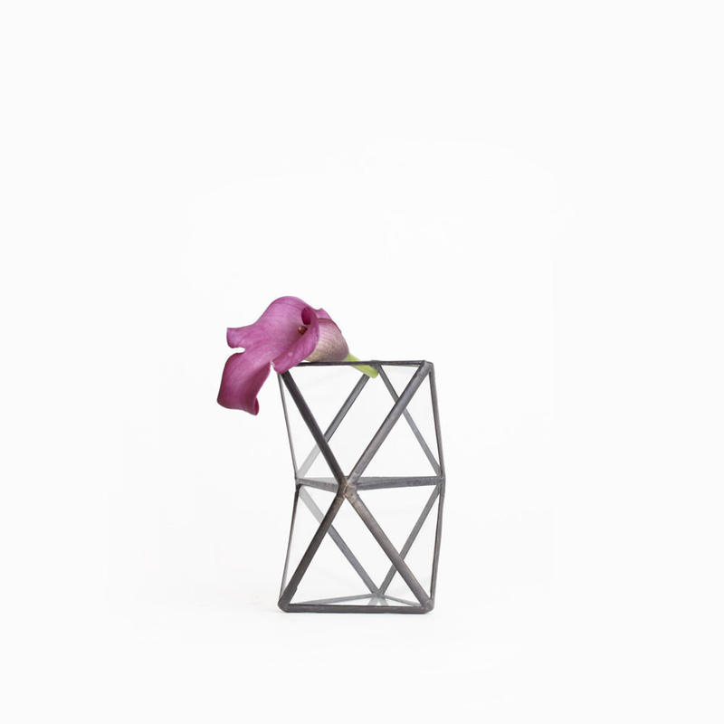 Trianglar Twist Vase [Black]